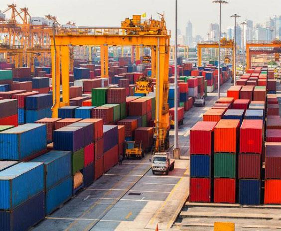 Port de conteneurs maritime